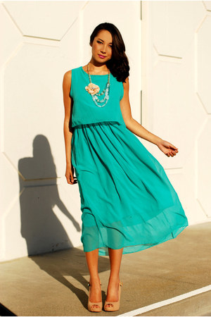 aquamarine causeway mall dress - peach Charlotte Russe necklace