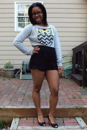 heather gray graphic Forever 21 sweater - black lace thrifted shorts