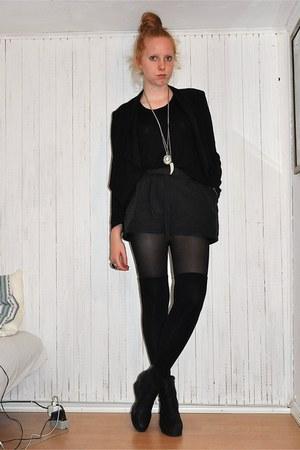 H&M blazer - GINA TRICOT shorts - H&M t-shirt - sbar boots - asos socks - H&M ne