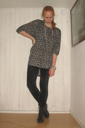 black GINA TRICOT blouse - black Monki leggings - black vagabond boots - silver