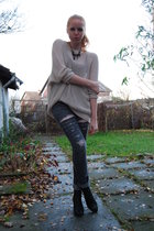 beige H&M Trend blouse - black Din Sko shoes - gray DIY Lee jeans