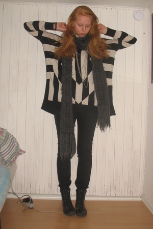 black H&amp;M Trend blouse - black whyred jeans - gray H&amp;M scarf - silver H&amp;M neckla