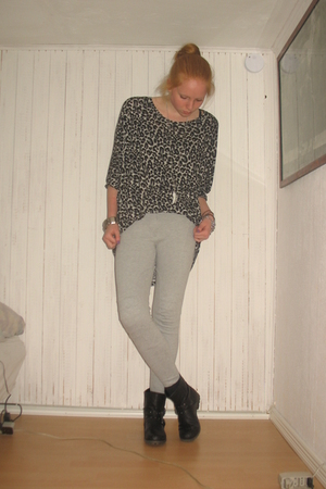 gray GINA TRICOT blouse - black Din Sko boots - gray H&M Trend pants - silver H&