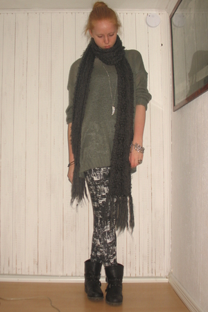 gray GINA TRICOT blouse - black Monki leggings - black Din Sko boots - gray H&M