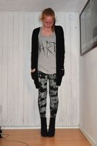 black Monki leggings - black ShoeShi Bar boots - gray GINA TRICOT top - black GI