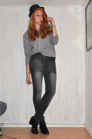 black Dixie hat - gray Monki blouse - gray GINA TRICOT jeans - black tiamo boots