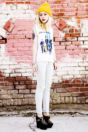 white duran duran vintage shirt - black romwe shoes - white PacSun jeans