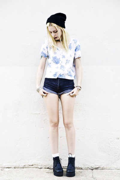 light blue vintage shirt - black Deena & Ozzy shoes - black Levis shorts