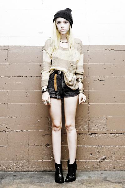 Black-romwe-boots-beige-romwe-sweater-black-vintage-levis-shorts_400