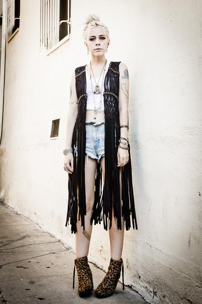 black 2020 Ave vest - tawny Dolce Vita boots