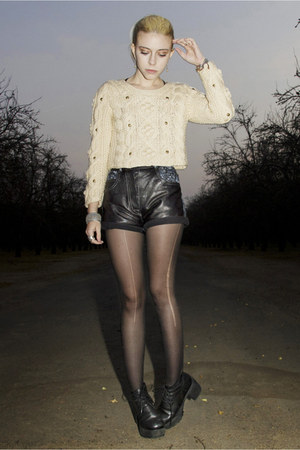 black leather floral vintage shorts - black Deena &amp; Ozzy shoes