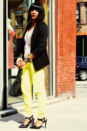 white DKNY jeans blazer - t-shirt - yellow jogging t by alexander wang pants