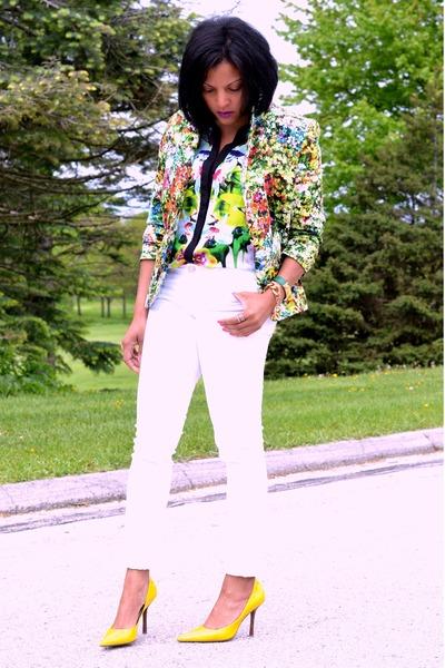 hot pink floral print blazer - white skinny jeans