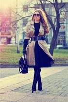 black faux leather D&M torbe bag - beige cotton vintage coat
