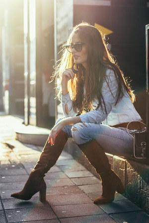 light blue denim Levis jeans - camel Zara boots - light blue denim Mango shirt