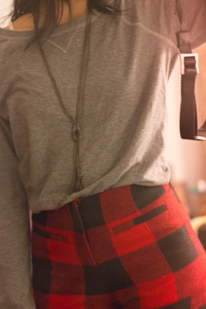 red Forever 21 shorts - heather gray abercrombie & fitch sweatshirt