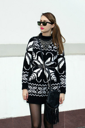 knitted kira plastinina dress - Ray Ban sunglasses