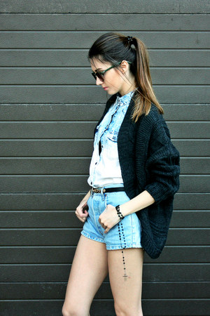DressLink cardigan - Levis shorts