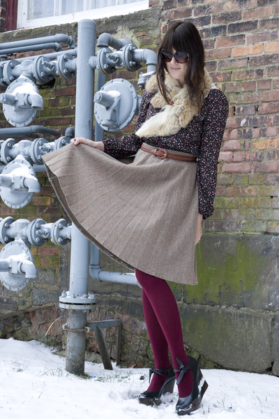 tan vintage skirt - dark brown Lulus shirt - crimson We Love Colors tights - bla