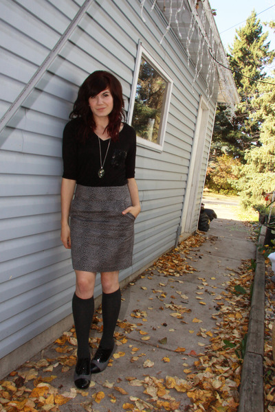 black f21 top - gray H&M socks - gray winners shoes - gray f21 skirt