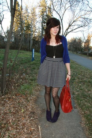 red purse - black Forever 21 skirt - black H&M tights - purple payless shoes