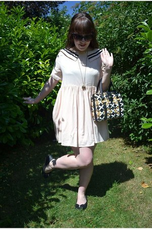black vintage bag - ivory THE WHITEPEPPER dress - dark green asos sunglasses