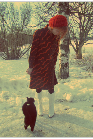 dark brown cotton vintage dress - white vintage boots - tawny hm hat