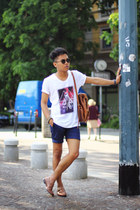 off white universalpixel t-shirt - navy H&M Trend shorts - tawny asos sandals