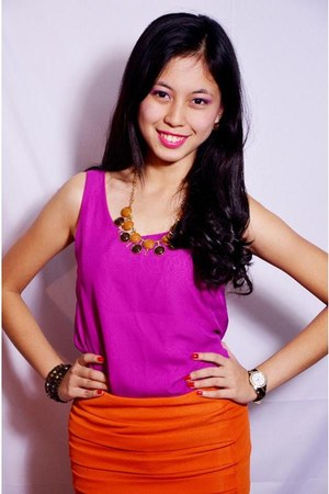 crimson chunky Girl Shoppe necklace - hot pink Jessicas Closet top
