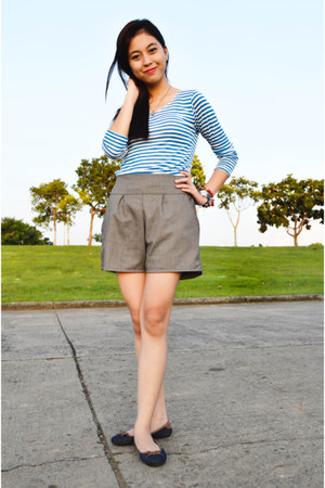 blue stripes Pixie Dust top - heather gray high-waisted Guess shorts