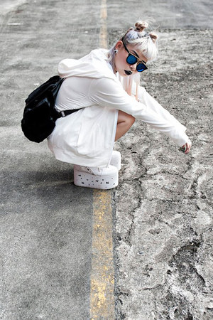 YRU sneakers - Uniqlo jacket - Topshop bag
