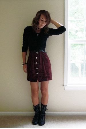 crimson velvet thrifted dress - black Forever 21 sweater - black bow Fossil belt