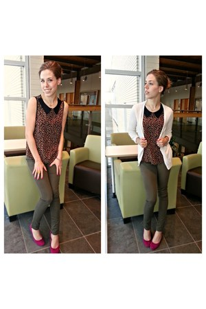 dark brown leopard top - olive green skinny pants