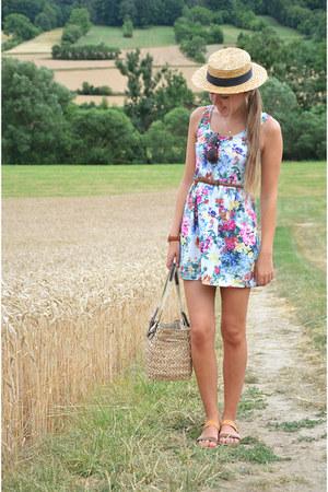 floral Sfera dress - vintage hat - france souvenir bag