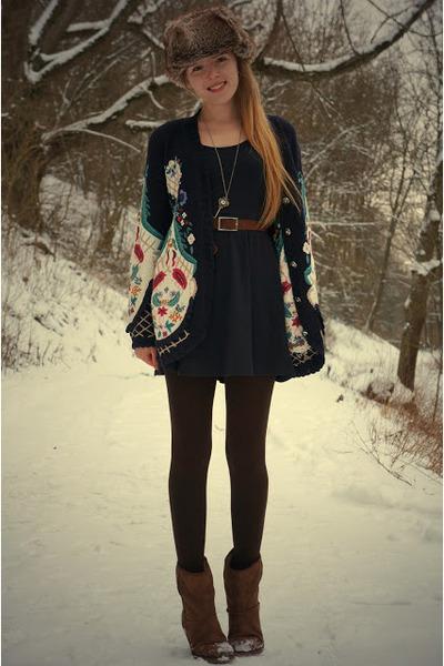 mamas closet vintage sweater - Tamaris boots - fake fur H&M hat