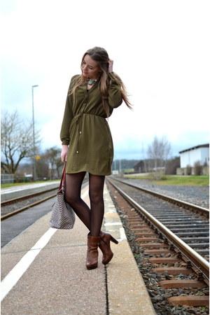 khaki Pimkie dress - CCC shoes - Roberta Pieri bag