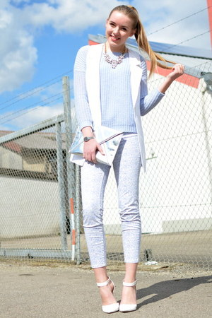 blue reserved sweater - statement Happiness Boutique necklace - comma vest