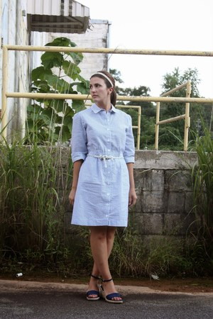 periwinkle vintage dress - navy chadwicks wedges - white modcloth hair accessory