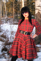 red Fahionably Fitted dress - black Smart Set belt - black le chateau glasses