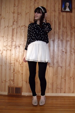 black gifted leggings - white hollister skirt