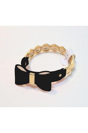 unbranded bracelet