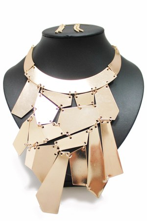gold unbranded necklace