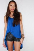 black faux leather H&M shorts - blue asymmetric Zara top
