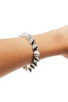 Silver-stretchy-unbranded-bracelet