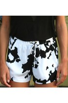 white hihgwaisted Cowprint shorts