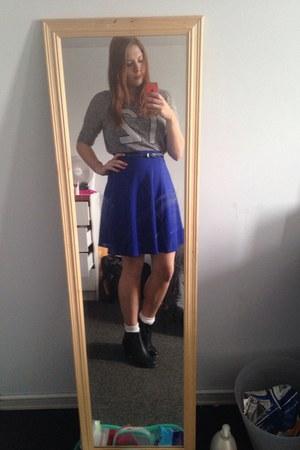 silver shirt - blue skirt
