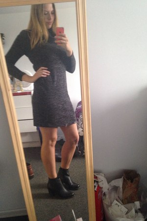 black boots - gray Old Navy dress