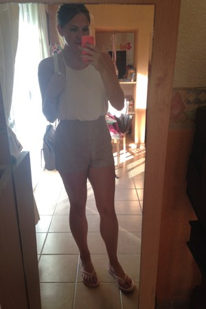 camel bcbg max azria shorts - white Forever 21 blouse