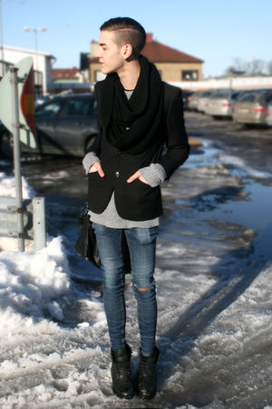 black H&M blazer - gray H&M sweater - black Din Sko boots - blue Cheap Monday je
