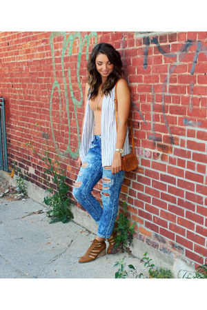 brown cut out American Eagle boots - blue boyfriend jeans garage jeans